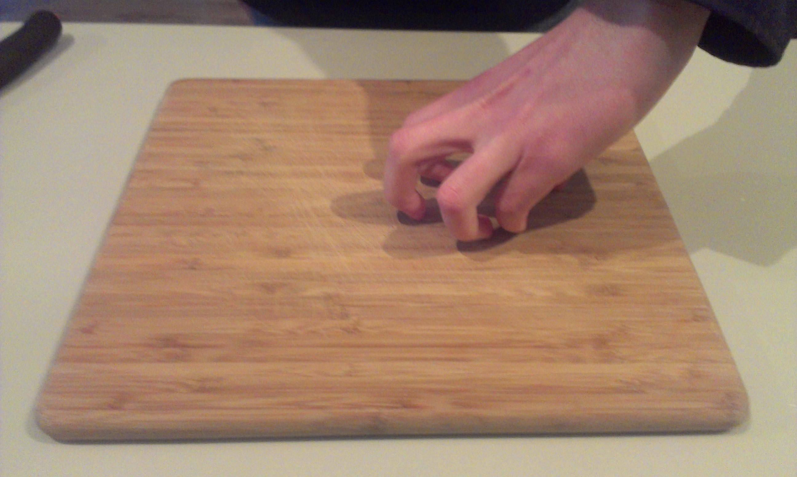 De juiste houding van je linkse hand. De vingertoppen goed terug trekken.